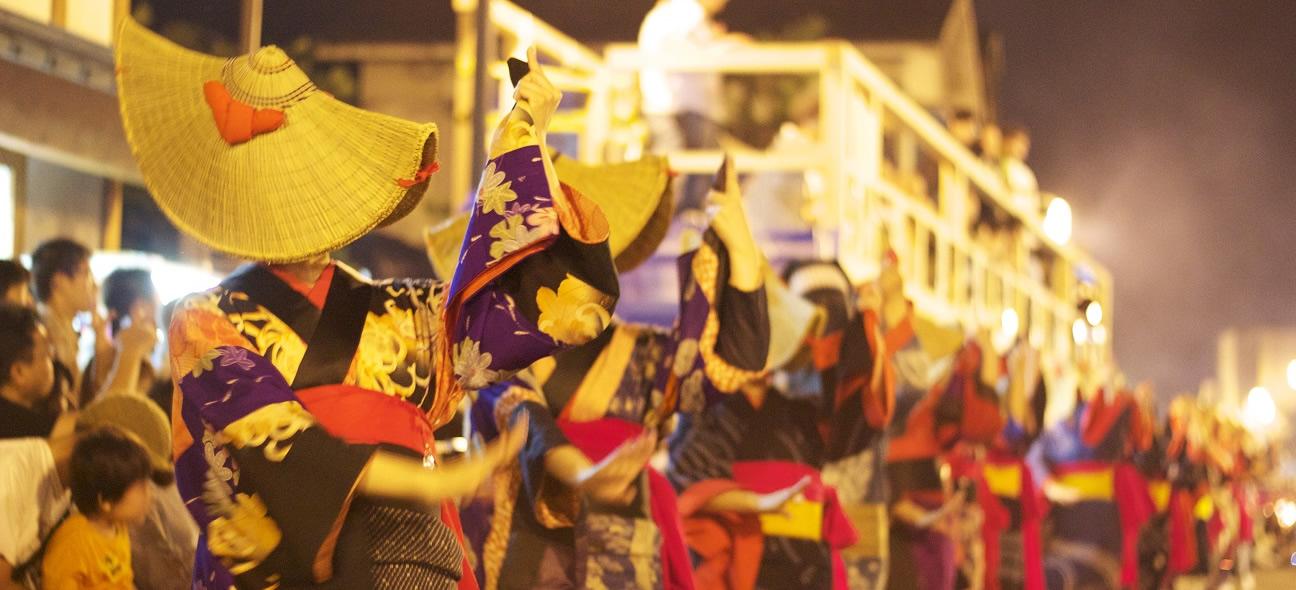 重要無形文化財の西馬音内(にしもない)盆踊り