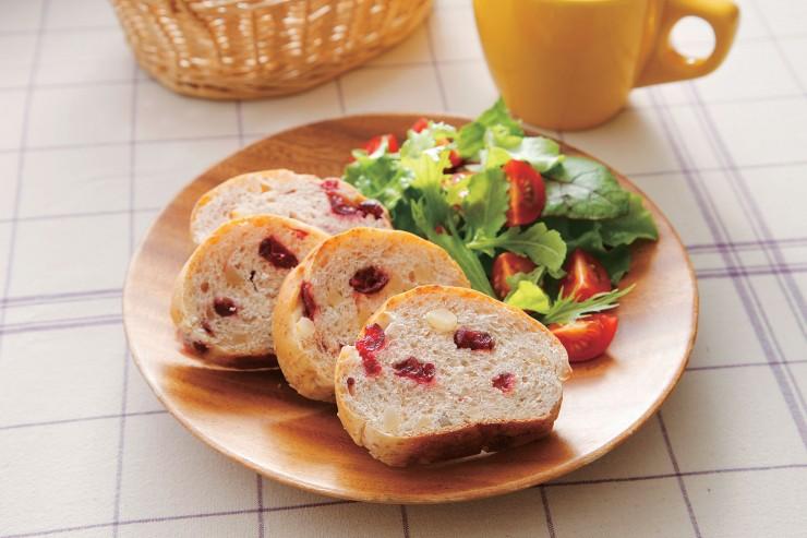 「こだわり酵母クランベリーとマカデミアのパン」盛り付けイメージ
