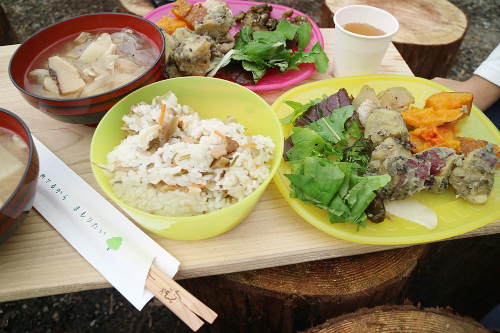炭野菜を使用した昼食
